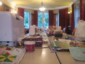 Rare moment of empty sewing room ... lots of the ladies were using the possibility to use the room all day long and carried on sewing even without the tutor.