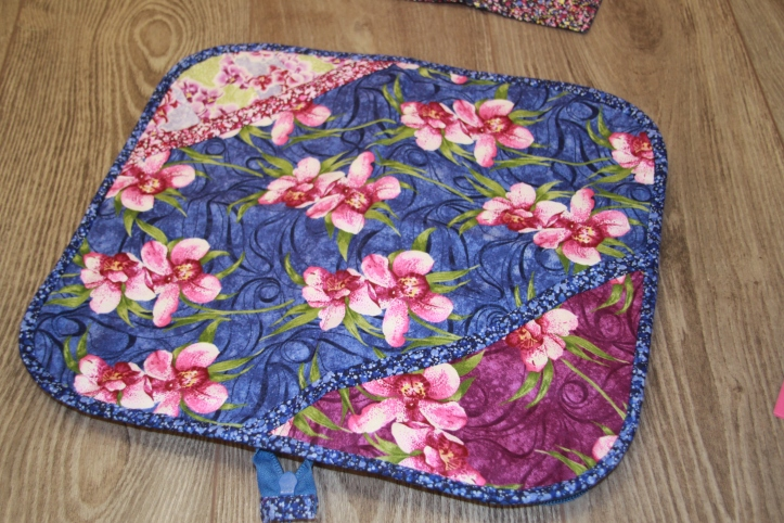 Lace making bag bobbin pocket